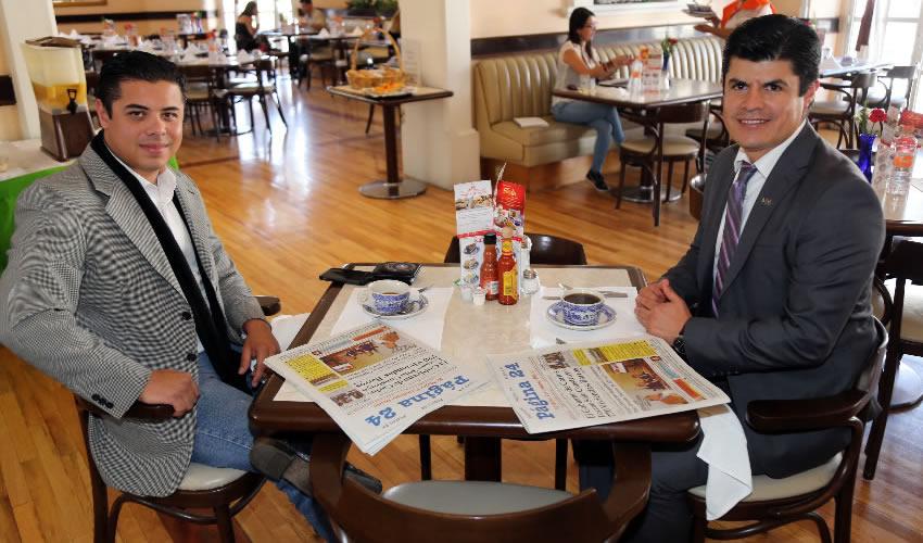 En Sanborns Francia departieron Eddie Cazares, delegado del cuerpo diplomático de Derechos Humanos Internacionales; y Humberto Ambriz Delgadillo, director del Instituto Tecnológico de Pabellón de Arteaga