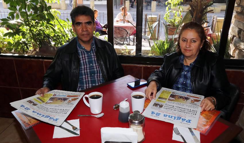 El profesor Juventino Ruffiar Pacheco y Carmen Susana García García, presidenta de Comunidad de Profesionistas Sociales y Humanistas AC; almorzaron en Las Antorchas