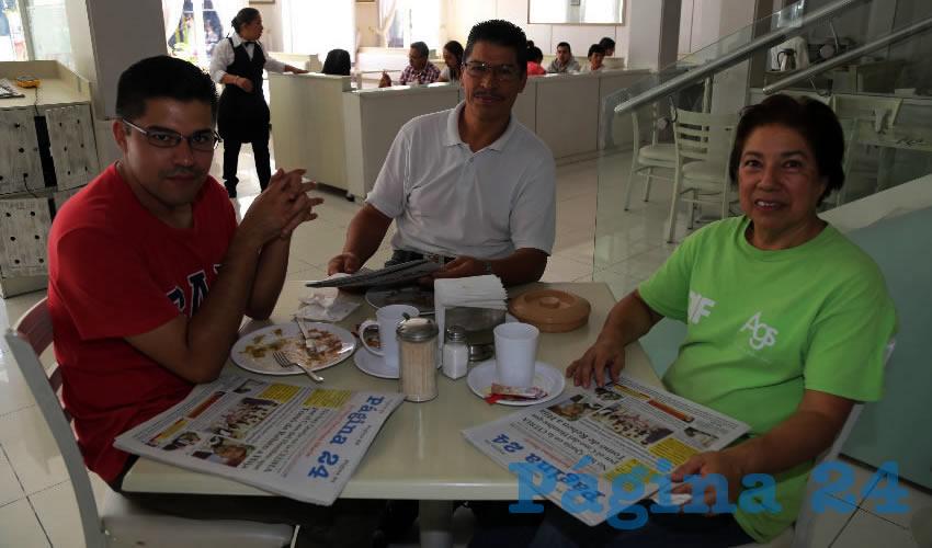 Francisco Javier Herrera Parra, Javier Herrera Sánchez y Rosa Martha Parra Gómez compartieron el pan y la sal en el restaurante Del Centro