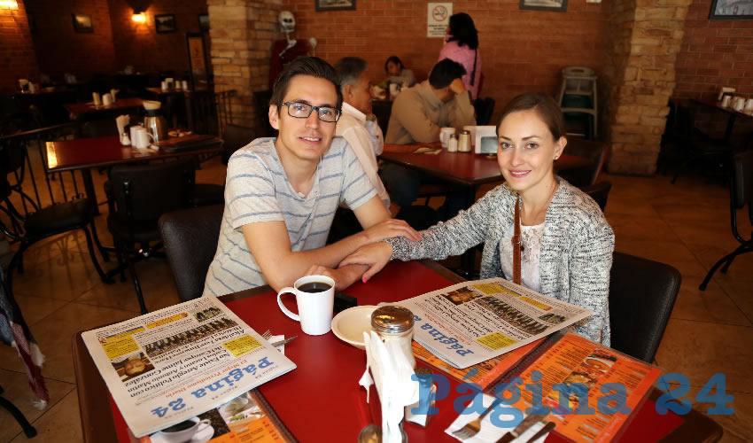 Octavio Huizar de la Mora y Carolina Martínez Hernández desayunaron en Las Antorchas