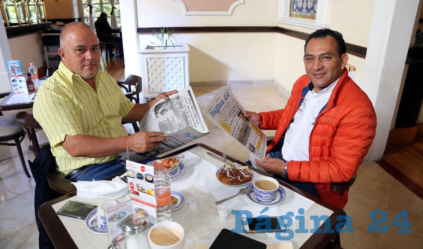 En Sanborns Francia almorzaron Raúl García Gil, empresario, y Rodolfo Téllez Moreno, secretario de Servicios Públicos del Municipio de Aguascalientes