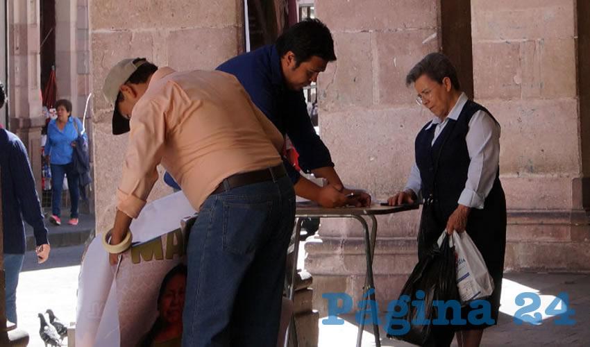 El Instituto Nacional Electoral (INE) exige a los candidatos independientes, como es el caso de Mari Chuy, reunir por lo menos firmas del uno por ciento del padrón electoral nacional (Fotos Merari Martínez Castro)