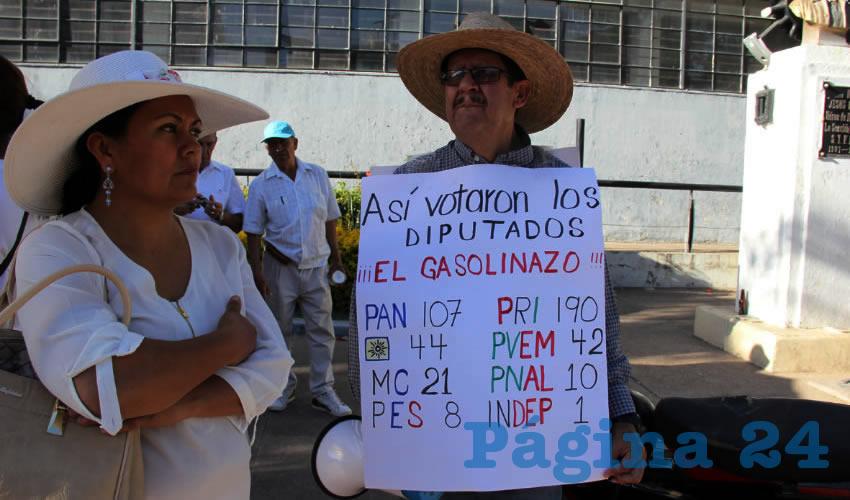 """Protestando """"por la Inseguridad... del gasolinazo"""""""