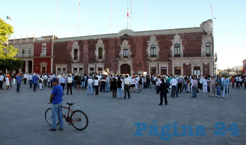 """Sueños de opio: """"100 mil, 200 mil, 300 mil personas, la marcha más grande de México, la más grande en la historia de Aguascalientes"""", no pasó de 400 personas"""