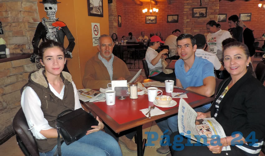 En el restaurante Las Antorchas almorzaron Brenda Cortés Guzmán, José Manuel Cortés, José Manuel Cortés junior y Silvia Guzmán