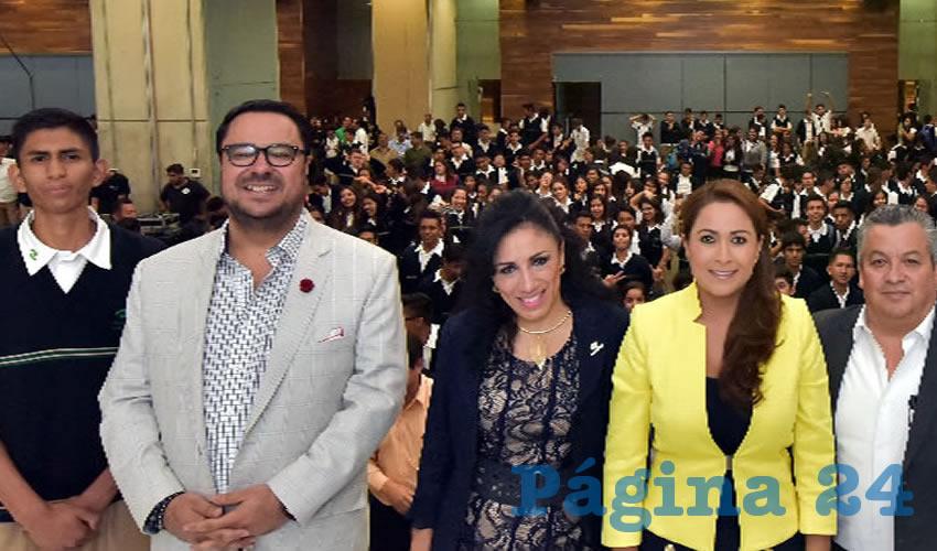 Crean en ustedes, necesitamos gente emprendedora en Aguascalientes; necesitamos gente que no sólo saque adelante a su familia sino también al municipio, al estado: Alcaldesa