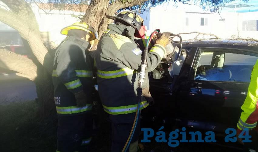 """Con las """"quijadas de la vida"""", el conductor fue rescatado"""