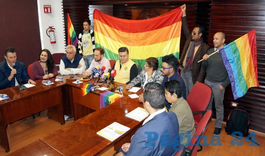 María Elena Ortega Cortés, diputada por el Partido de la Revolución Democrática (PRD) comentó en rueda de prensa, que esta iniciativa, busca reconstruir la situación que se vive en la entidad de discriminación a las personas de la comunidad LGTTBIQ (Foto Merari Martínez Castro)