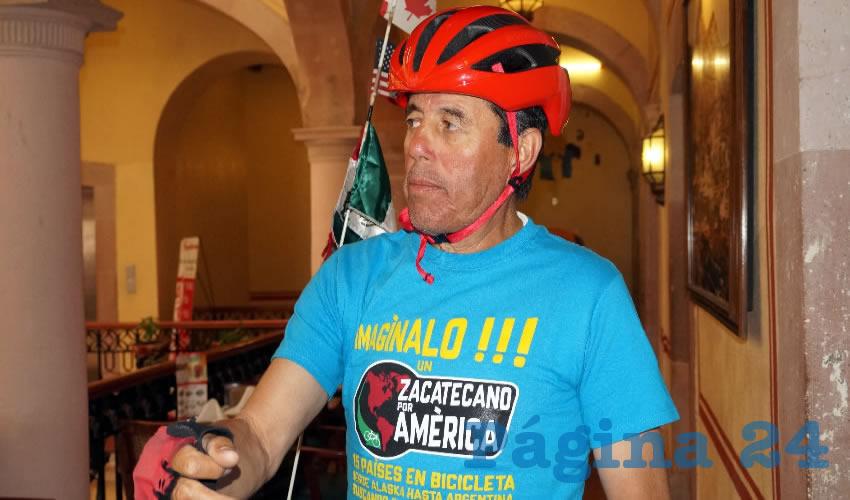 Víctor Manuel Nava Quiñones, es un ciclista zacatecano de 61 años de edad, que busca obtener el record Guinness al ser el primer zacatecano de más de 60 años en recorrer el continente americano en bicicleta (Foto Merari Martínez Castro)