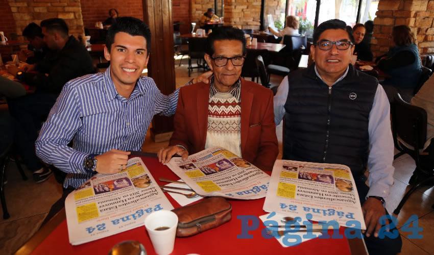 En Las Antorchas compartieron el primer alimento de la mañana Marco Lazcano Candelaria, Ismael Loredo Hidalgo y Marco Antonio Lazcano López