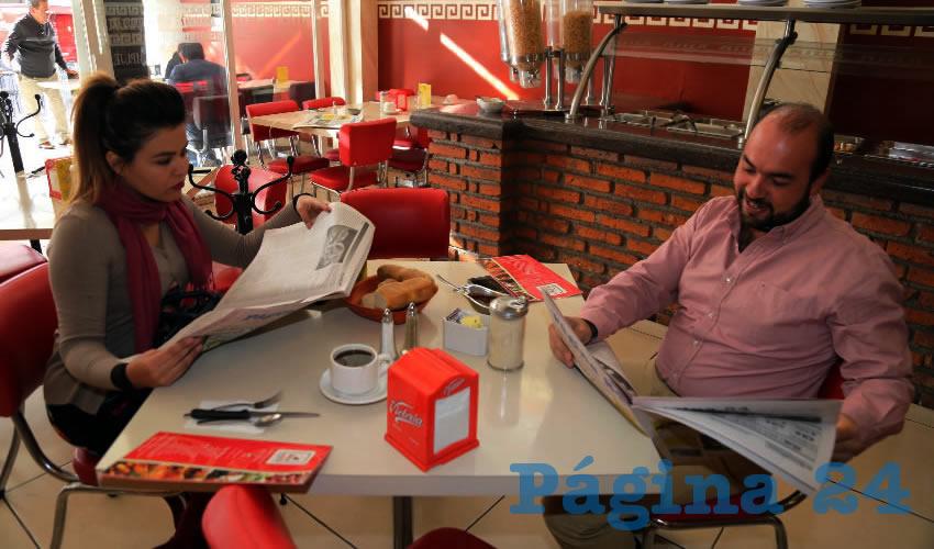 En el restaurante Mitla almorzaron Lorena Márquez Vargas, directora administrativa de Servicios Públicos Municipales; y Enrique Barba López, director de Limpia y Aseo Público del Municipio de Aguascalientes