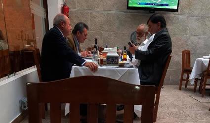 """""""¿Comió Bien? 50 Millones de Mexicanos no"""", Espetan al """"Jefe"""" Diego Tras Departir con Romero Deschamp"""