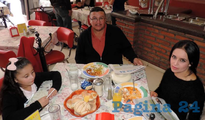 Samseri Getsemaní, Luis Lucio y Yolanda Flores almorzaron en el restaurante Mitla