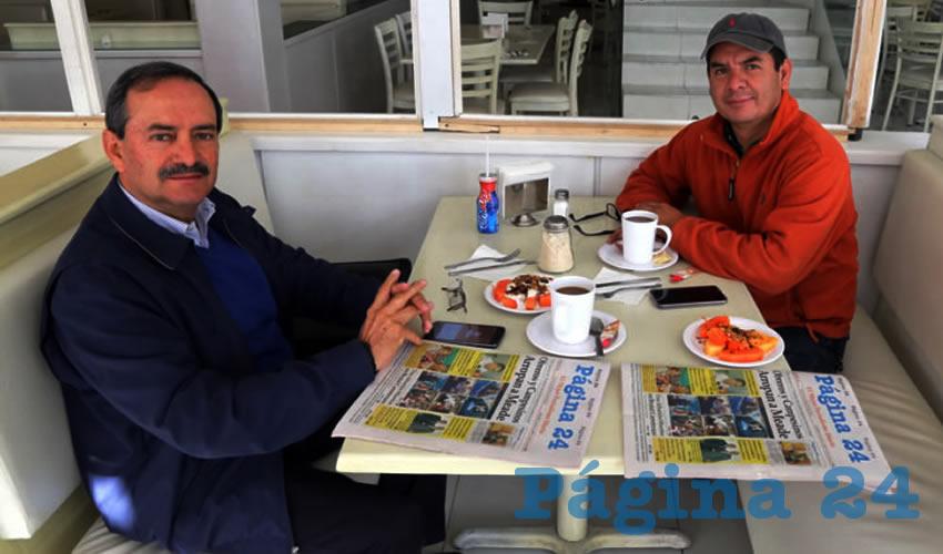 En el restaurante Del Centro almorzaron Alfredo Reyes Velázquez, asesor en Gobierno del Estado y Eduardo Santos Reyes