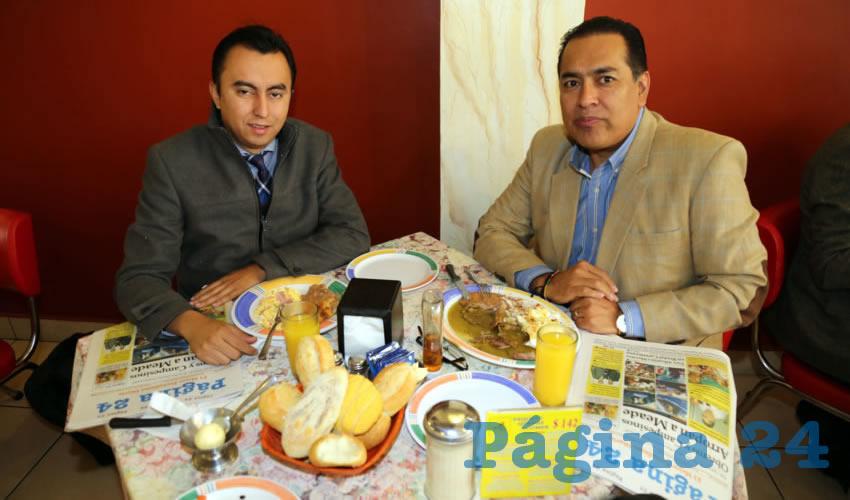 En el Mitla compartieron el primer alimento del día Alan Capetillo Salas y Guillermo Alaniz de León, diputado local por el PAN