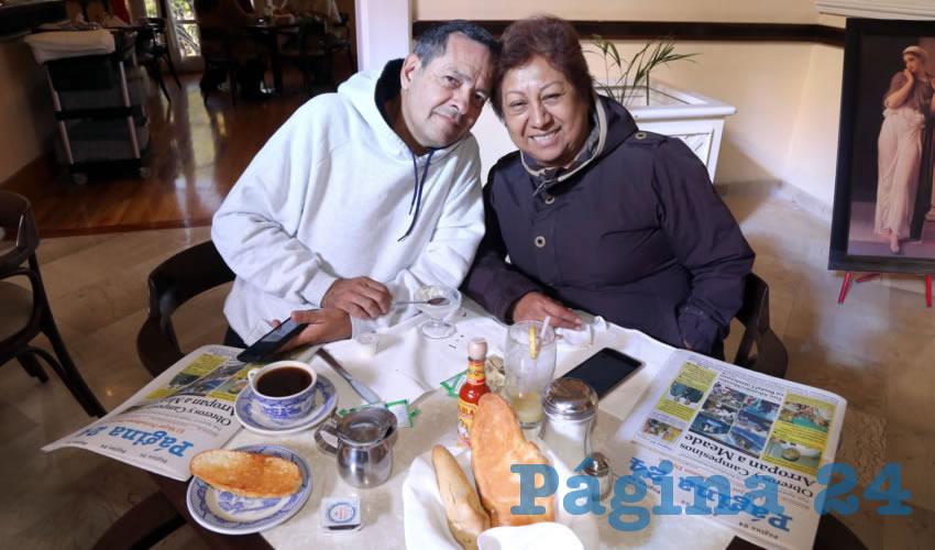 En Sanborns Francia desayunaron Ricardo Tinoco Aguirre y Adriana Ramírez Nava