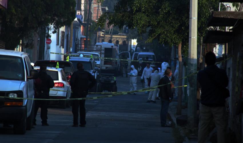 Temixco, Morelos.- El novio de una de las víctimas denunció que los uniformados sólo llegaron a la vivienda para abrir fuego (Foto: Margarito Pérez Retana /Cuartoscuro)