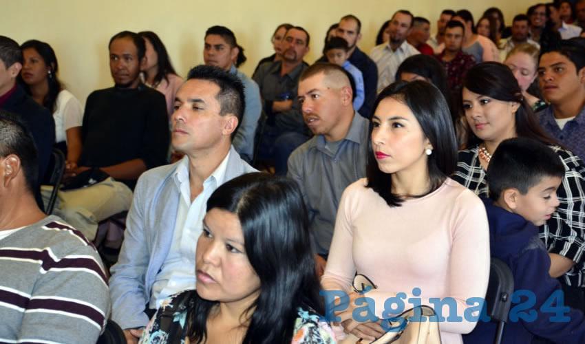 El alcalde Fernando Uc presidió la ceremonia de matrimonios colectivos por la vía civil, en la que 42 contrayentes tanto de la cabecera municipal como de las comunidades atendieron la convocatoria emitida por el área de Registro Civil a cargo de Luz María Juárez Trejo