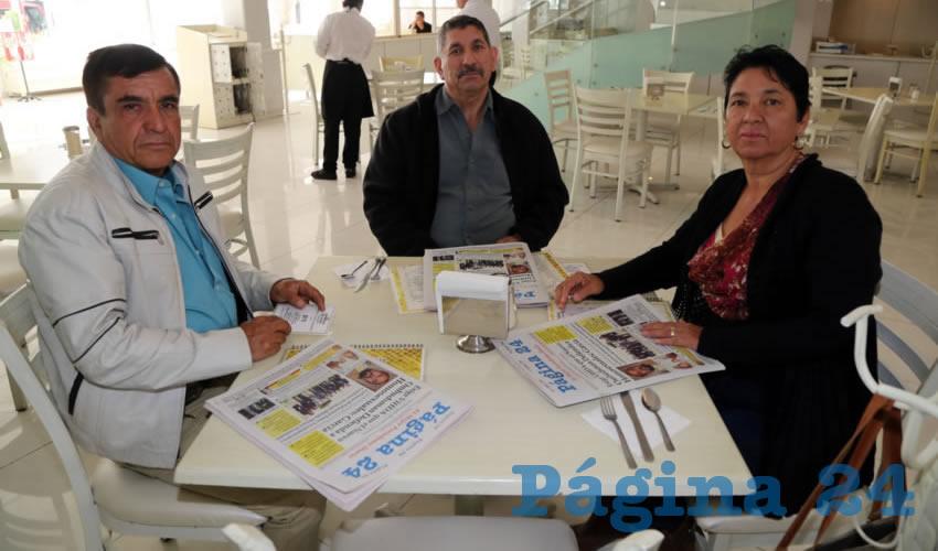 En el restaurante Del Centro compartieron el primer alimento de la mañana Ramón España Salazar, Enrique Aviña e Imelda Aviña de España