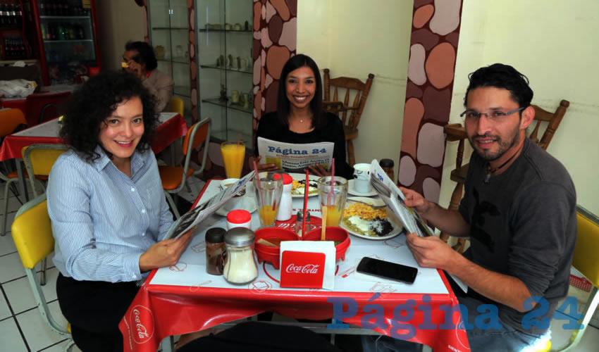 En Fuente de Sodas Mapi desayunaron Rocío Castro Fernández, Adriana Hernández Cervantes y David Gutiérrez Gutiérrez