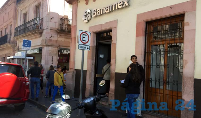 Al parecer los policías municipales y estatales solo pueden con raterillos de 200 pesos y borrachos (Foto Cristo González)