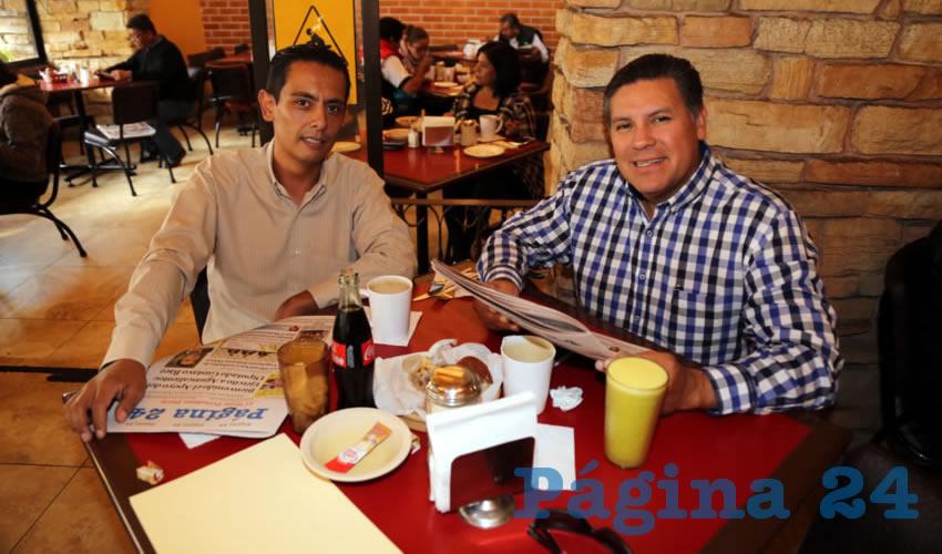 En Las Antorchas compartieron el primer alimento de la mañana Edgar Dueñas Macías y David Ángeles Castañeda, asesor de Medio Ambiente en el Municipio de Aguascalientes