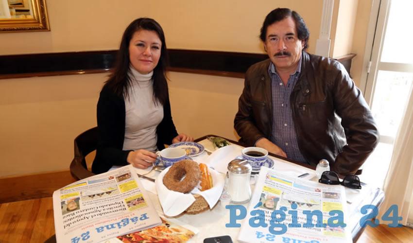 En Sanborns Francia almorzaron Martha Cecilia Hernández González y Javier Rivera Esparza