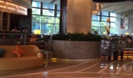 En este Lujoso Hotel se Hospeda el Gobernador Tello, su Esposa Cristina, y su Comitiva en Shanghai