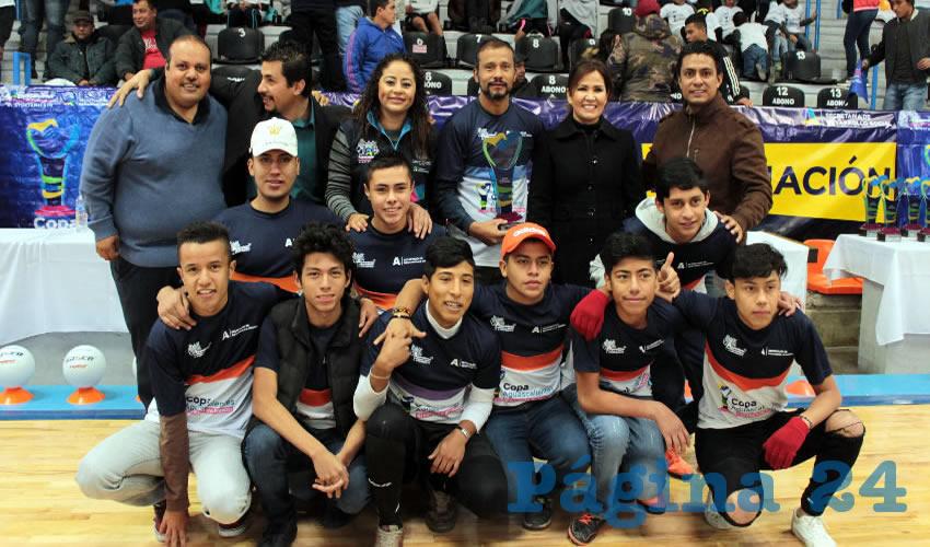 Se realizó la entrega de las copas a los tres primeros lugares de cada una de las disciplinas: cachibol, voleibol, tochito, futbol soccer, futbol 7 y basquetbol