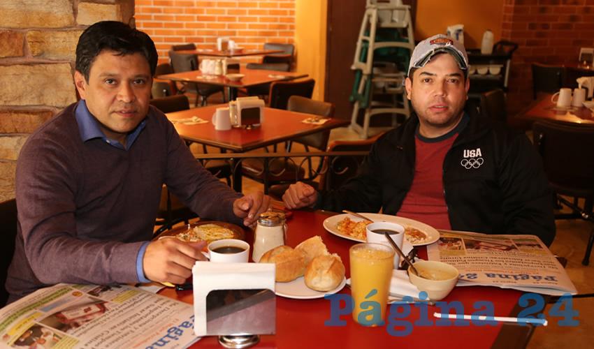 En Las Antorchas compartieron el primer alimento de la mañana Ricardo Cruz Silva y Sergio Vázquez Durán