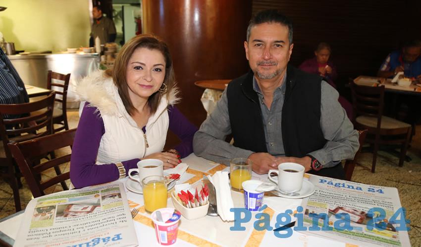 En el restaurante La Rueda del Quality Inn desayunaron Alicia Villaseñor y Rubén Hernández Bernal, que nos visitan de León Guanajuato