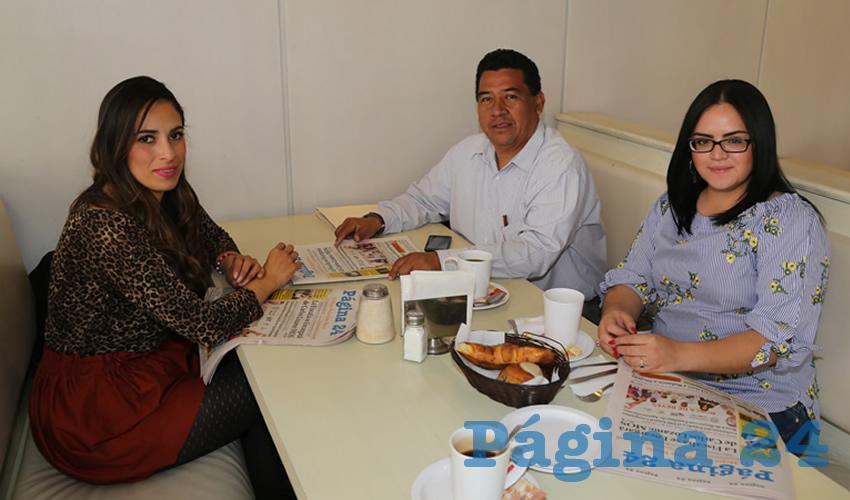 En el restaurante Del Centro se reunieron Mabel Guadalupe Haro Peralta, presidenta de la Asociación Iberoamericana para el Desarrollo de la Igualdad de Género; Jesús Quiñones López y Karen Molina