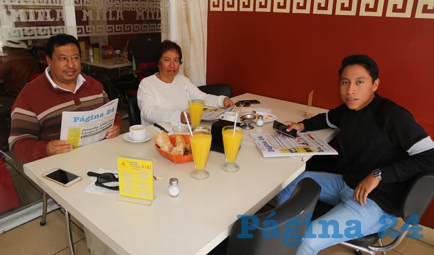 En el restaurante Mitla almorzaron Gustavo Gallegos Solís, Patricia Macías Ramos y Sergio Gallegos Macías