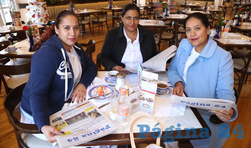 En Sanborns Francia Verónica Solís Medina, María Guadalupe Ponce Gómez y Roxana Mares Pacheco, enfermeras de la clínica del ISSSTE