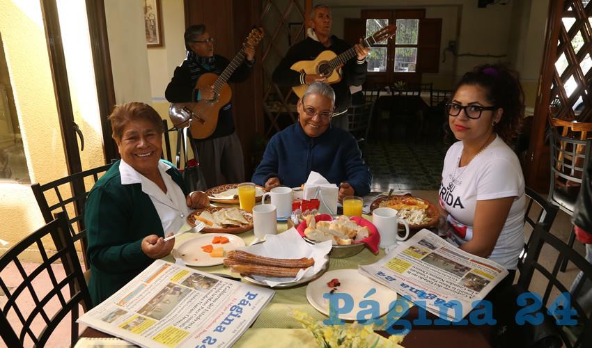 En el restaurante Antojos de Carranza compartieron el pan y la sal Celia Cruz Gloria, Carmen Mendoza Grimaldi y María del Mar Delgado Mendoza