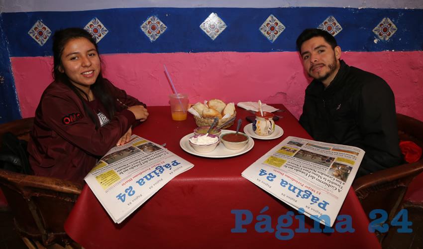 En La Saturnina compartieron el primer alimento del día Noemí Medina Medina y Rubén Medina Medina