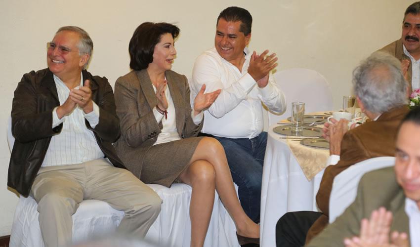 Miguel, Lorena y Enrique sonrientes