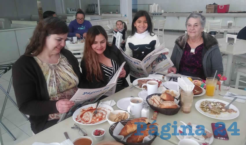 En el restaurante Del Centro desayunaron Mariana Fernández, Alma Rosa Delgado, Ana María Padilla y Juana María Delgado