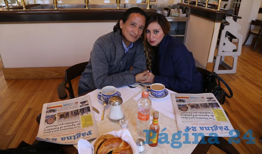 En Sanborns Francia compartieron el pan y la sal Carlos Francisco Oliva Ponce y Lilian Gutiérrez Guzmán