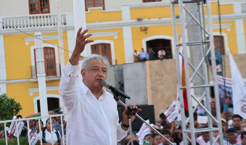 Coatzintla, Veracruz.- El precandidato presidencial de Morena, Andrés Manuel López Obrador, negó cualquier relación con Gobiernos extranjeros (Foto: Morena)