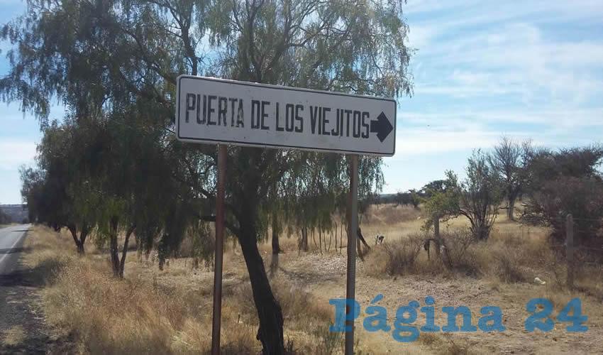 Entrada a la terracería de Puerta de los Viejitos, en el entronque con la carretera estatal 55