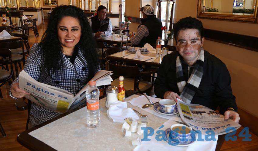 En Sanborns Francia almorzaron Georgina Tiscareño de Lira, coordinadora general de delegaciones; y Elías Cruz Sánchez, asesor particular de la alcaldesa Tere Jiménez