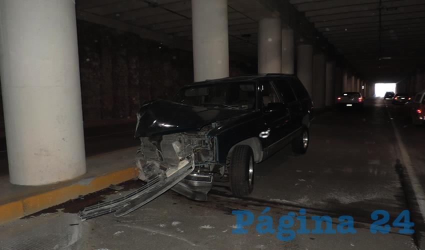 Severos golpes presentó la camioneta Chevrolet Suburban