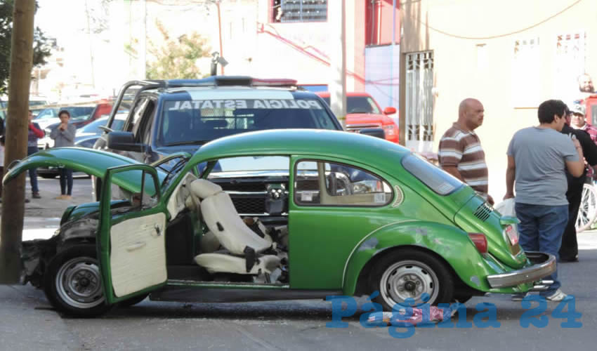 Embiste Patrulla un Auto; Tres Heridos