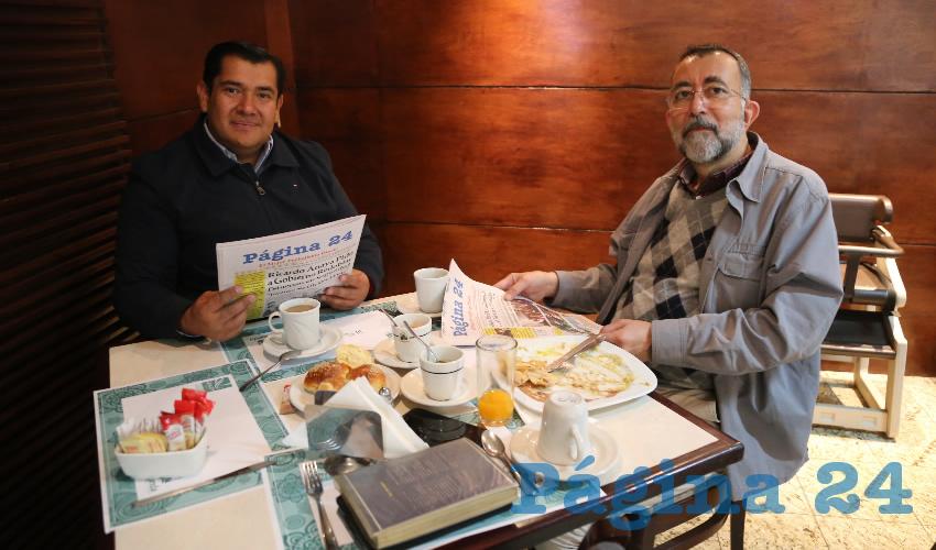 En el restaurante La Rueda del Hotel Quality Inn almorzaron Netzahualcóyotl Ventura Anaya, regidor del Ayuntamiento de Aguascalientes; y Eduardo Martín Jáuregui, notario público