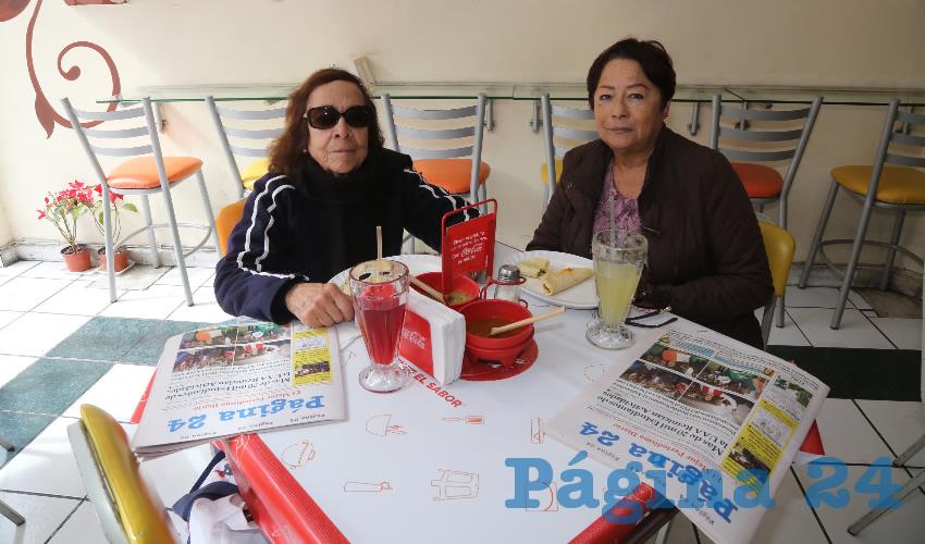 En Fuente de Sodas Mapi compartieron el pan y la sal Esperanza Silva Esparza y Esperanza Pérez Arellano