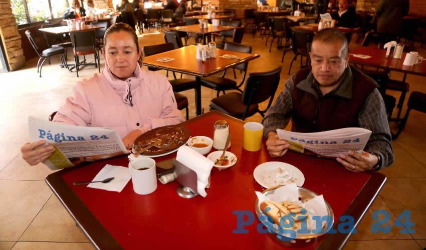 En Las Antorchas almorzaron Hilda de León Macías y Moisés Martínez Romero