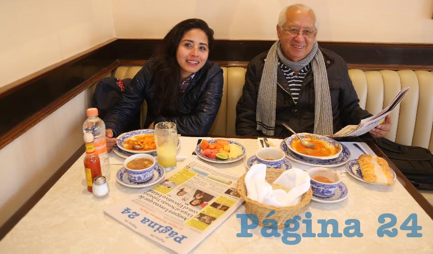 En Sanborns desayunaron Francia Angélica López Rangel, psicóloga, y Jorge Ruiz Rosales