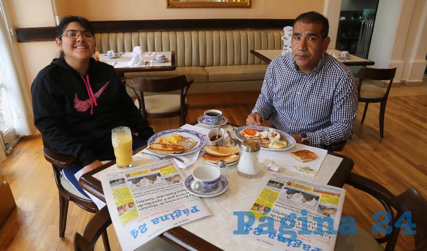En Sanborns Francia almorzaron Andrea Gallegos Álvarez y Alejandro Gallegos Álvarez