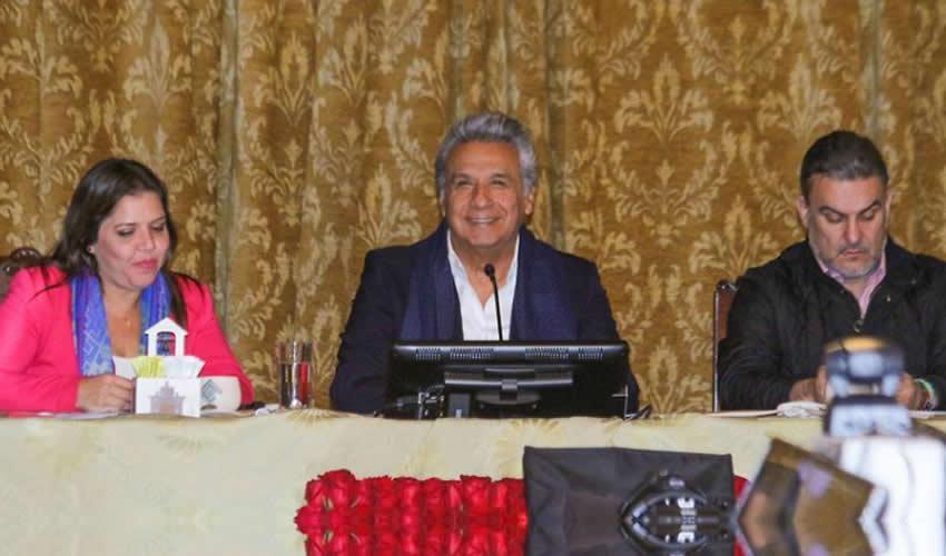 Quito, Ecuador.- El presidente de Ecuador, Lenín Moreno pronuncia un discurso al encabezar el Gabinete ampliado, durante la jornada electoral de consulta popular y referendo (Foto: Xinhua)